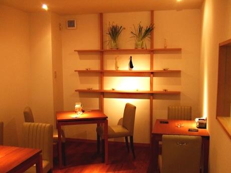 ベイクドチーズケーキ専門店、蛸薬師に本店出店。2階にはカフェも設けた。