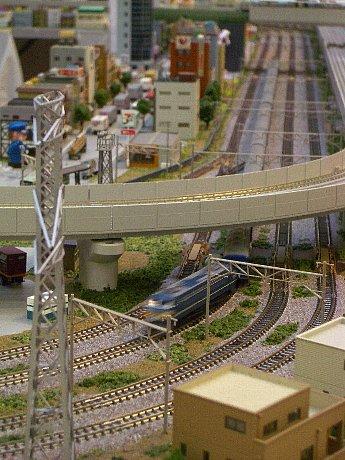 京都駅前地下街「ポルタ」のポルタプラザで、「ミニチュア鉄道の世界」が開催されている。5月6日まで。