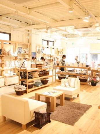 4月26日にオープンしたファブリックショップ「和ふふ」店内