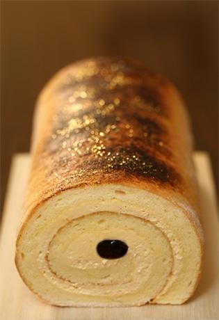 写真=グランヴィア京都で1月13日から限定販売するみたらし団子風味のロールケーキ「京みたらしろーる」