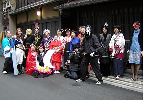 司太夫さんが主宰する「こったいの会」が2月3日、京都市内で「節分おばけ」のバスツアーを開催。写真=過去の開催の様子