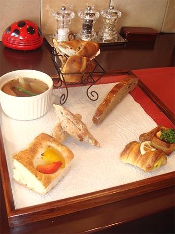 欧風居酒屋「Bar mio(バルミオ)」が7種類のパンを使ったワンプレートランチを期間限定で提供