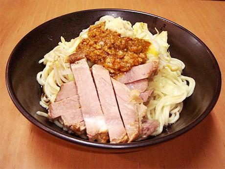写真=京都千本しゃかりきの「カレー和え麺」(800円)