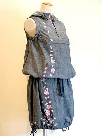 「京都デニム」が発表した京友禅のデニムワンピース「花つぼみ」