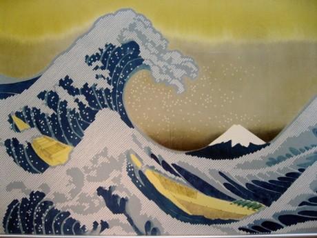 葛飾北斎の浮世絵をモチーフに、絞りの技法を駆使してオリジナル作品を制作