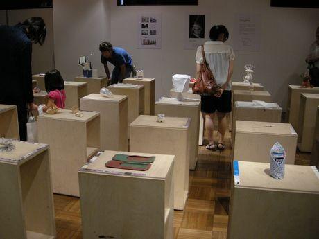 8日にプレオープンした「kara-S」。18日までセルジオ・カラトローニ ワークショップ作品展示会 「trace of identity ? アイデンティティの認識-」を開催。