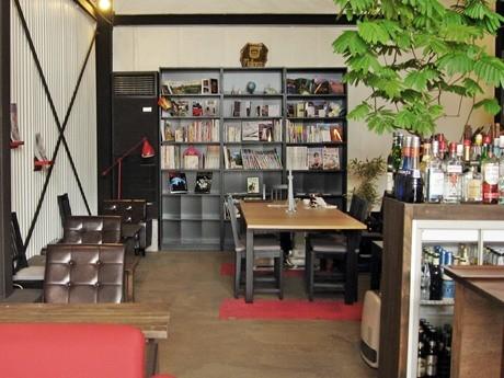 「相席カフェ」を行う「トラベラーズハイ」の店内