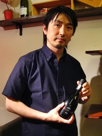 シェフの山本晃久さんとプレミアムビール「マイヨール」