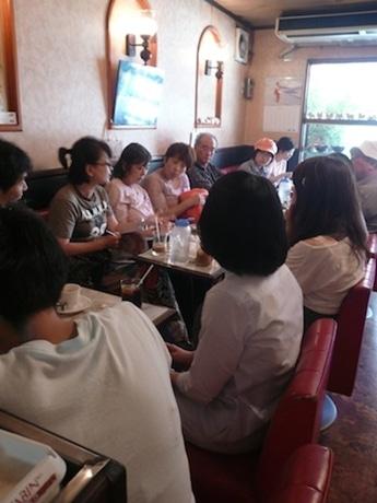 大阪で行われた「シネマ哲学カフェ」の様子