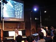 「1111人のピアニスト」披露公演-曲と映像に合わせ生演奏も