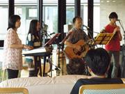 京都の「家族バンド」、ウェブCMのモデルに-「吉田栄作さんは格好良すぎ」