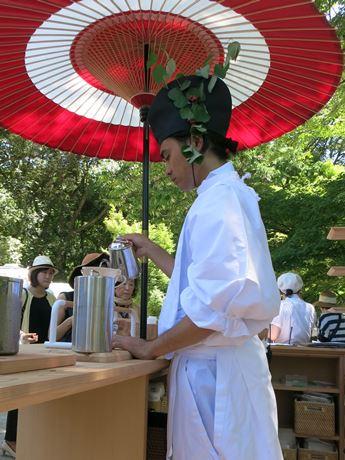 上賀茂神社で式年遷宮記念事業 湧水でいれたコーヒーブースも