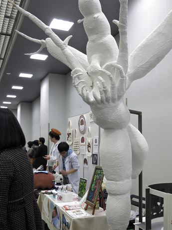 ミジンコの一種の「ノロ」の巨大オブジェ