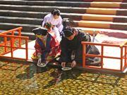 京都・下鴨神社で流しびな 子どもの成長を紙びなに願う