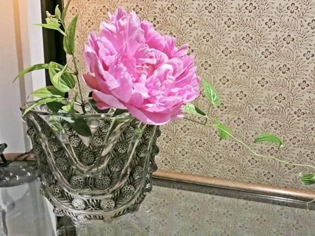 ルネ・ラリックの花器に唐長の文様「木瓜唐草」
