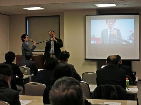 講座の冒頭で動画を作成する坂田さん