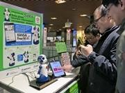 近鉄京都駅でAI搭載ロボット実証実験 3カ国語対応で観光案内