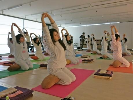 京都で「パジャマヨガ」の会 ワコールが企画、「寝落ち」する人も