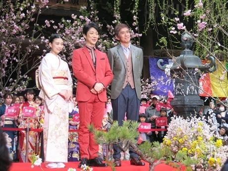左から森川葵さん、野村萬斎さん、佐藤浩市さん