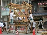 祇園祭の山鉾建て始まる 伝統の「縄がらみ」作業も