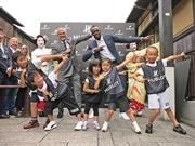 京都・祇園にウサイン・ボルトさん、引退後初来日 子どもに走りのコツ伝授