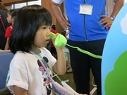 京都の児童館まつりで「災害用伝言ダイヤル」デモ実演 ダイヤル式電話の体験も