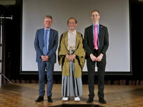 (左から)駐日フランス大使のローラン・ピックさん、門川大作市長、在京都フランス総領事のジャン・マチュー・ボネルさん
