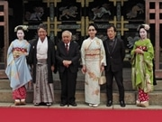 西本願寺で「京都国際映画祭」開幕 映画「火花」出演の桐谷健太さんら会見