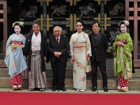 (左から)中村伊知哉さん、中島貞夫さん、岩下志麻さん、奥山和由さん