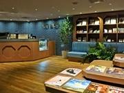 四条烏丸にカフェ併設の英会話スクール 書店やコワーキングスペースも