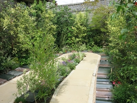 一見すると庭に見える墓地「上京庭苑」