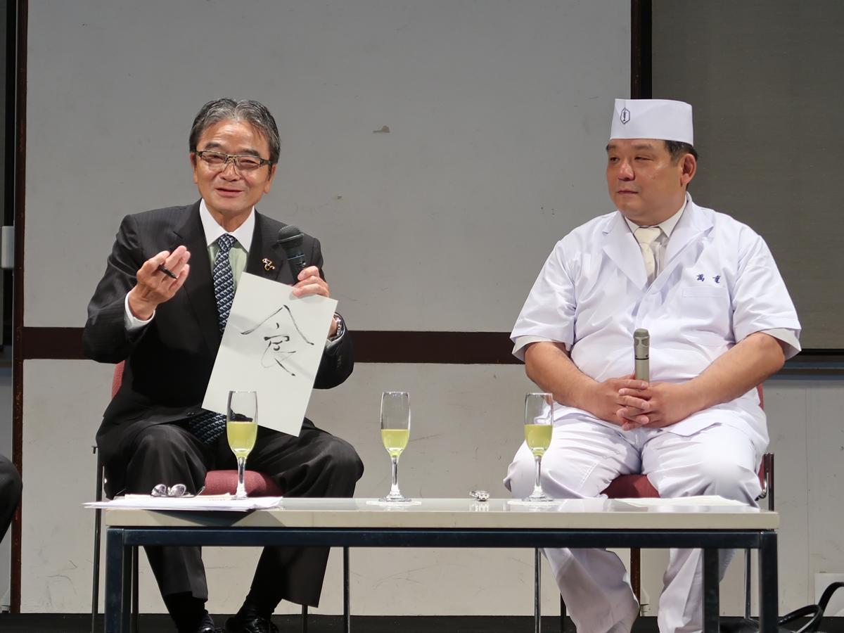 (左から)宮田長官と田村さん