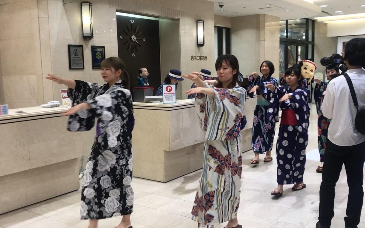 大丸京都店でリカミックを踊る映像も制作した