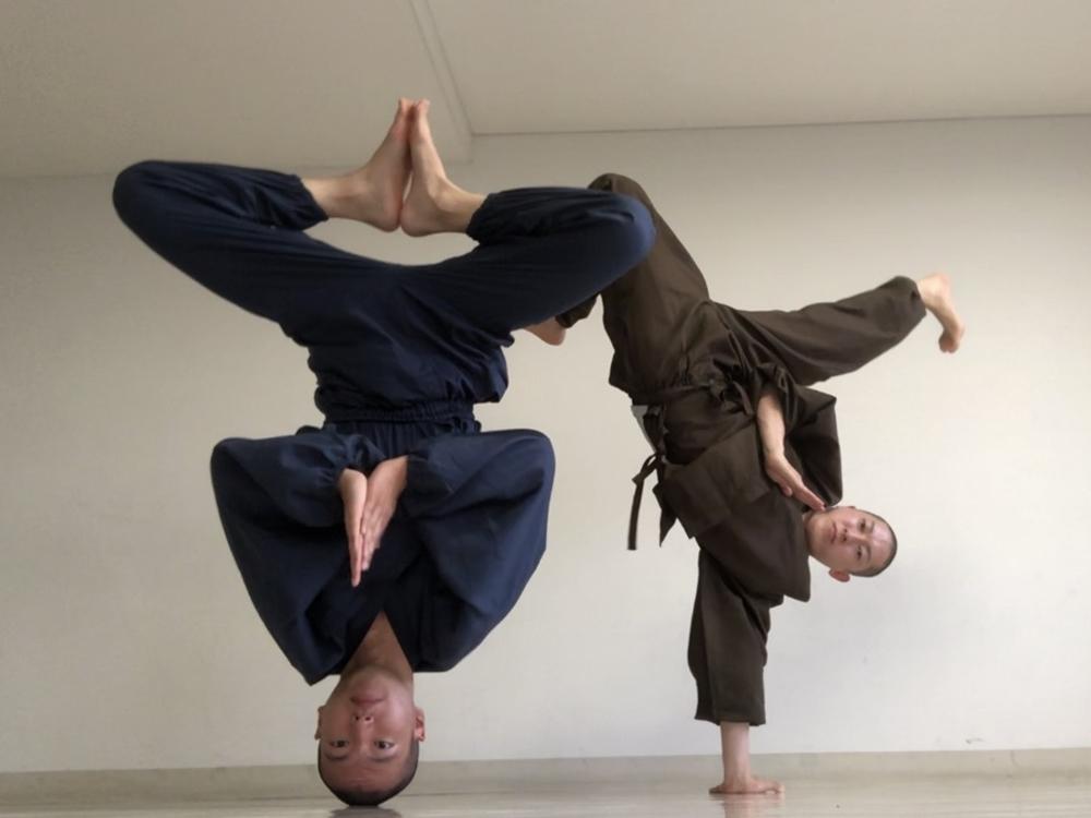 ブレイクダンスを披露する浄土宗・天台宗僧侶でつくる「廻天坊主」