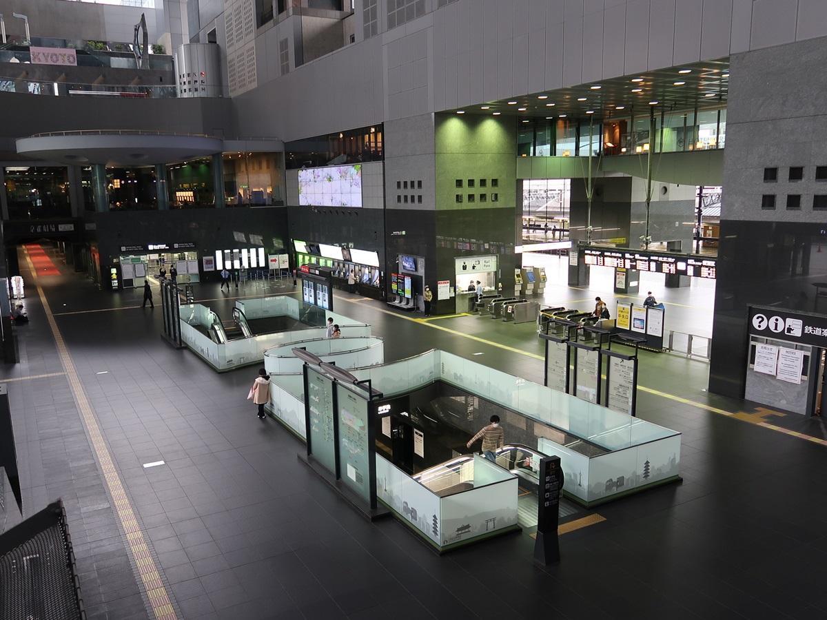 4月26日17時頃の京都駅中央改札付近