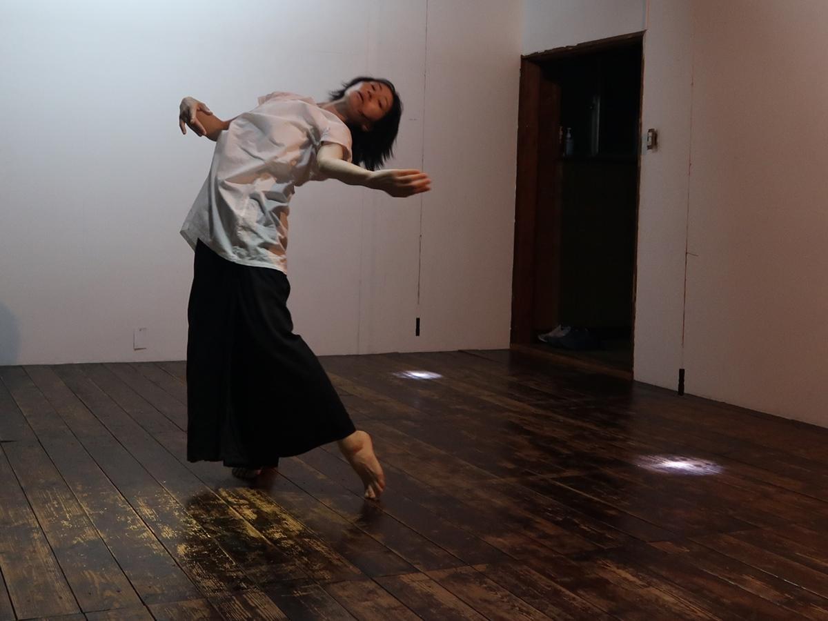 無音の中を踊る栃本あずささん