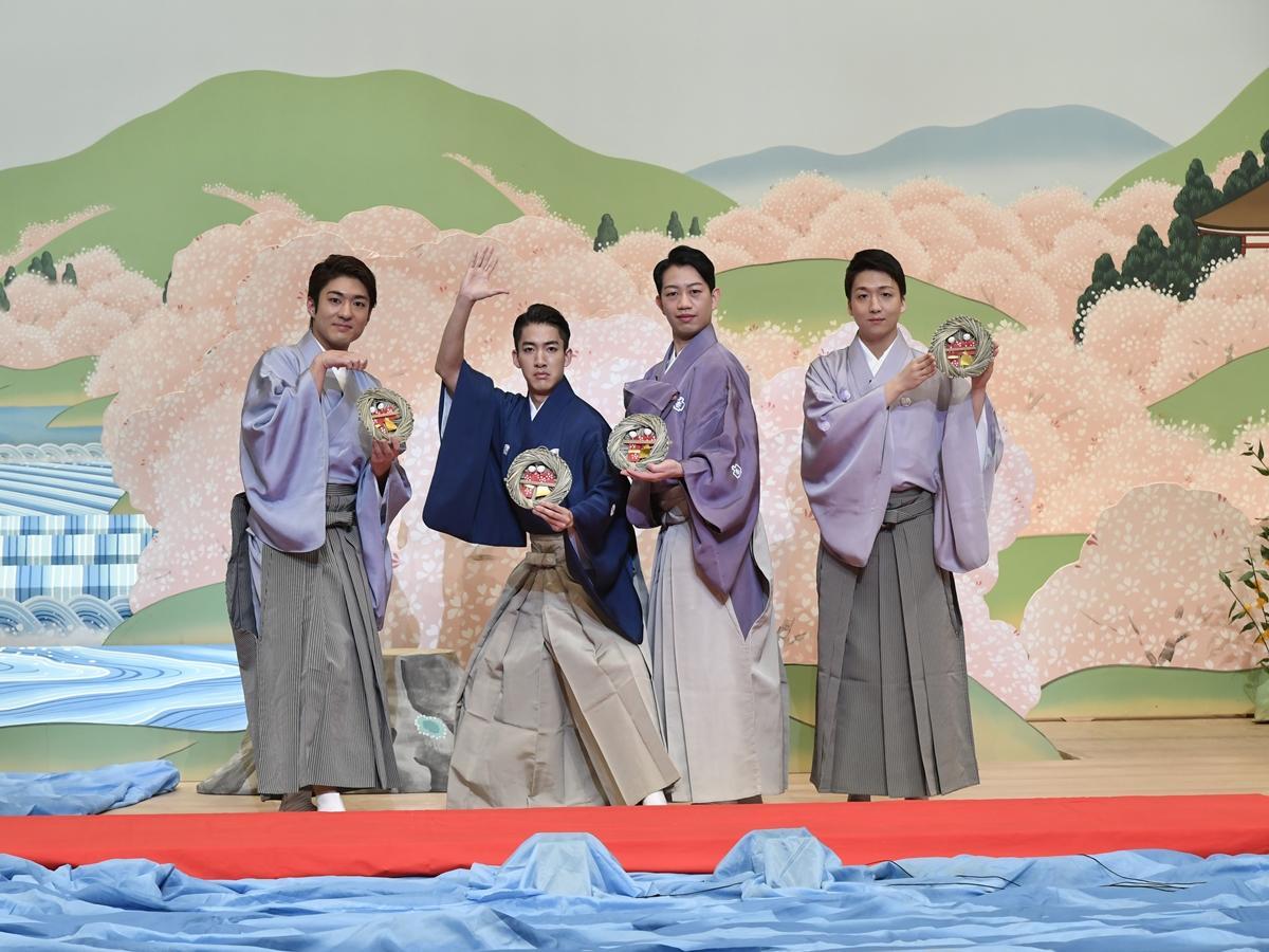 左から中村橋之助さん、尾上右近さん、中村壱太郎さん、中村米吉さん