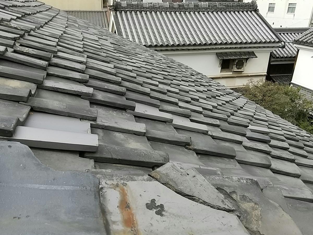 傷みがみられる杉本家の大屋根