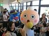 京都タワーの「たわわちゃん」誕生日 京都鉄道博物館の「ウメテツ」も登場