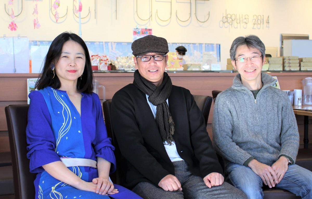 春日部経済新聞の特集インタビューに答える(左から)大久保信子さん、光吉正憲さん、今井洋樹さん
