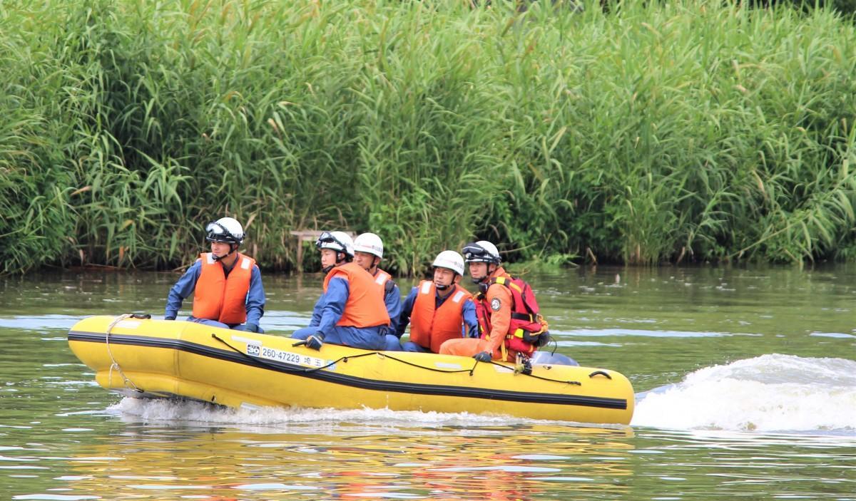 古利根川でのゴムボート操船訓練