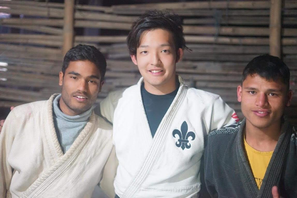 庄司大輝さん(中央) 2018年12月ネパールの孤児院にて