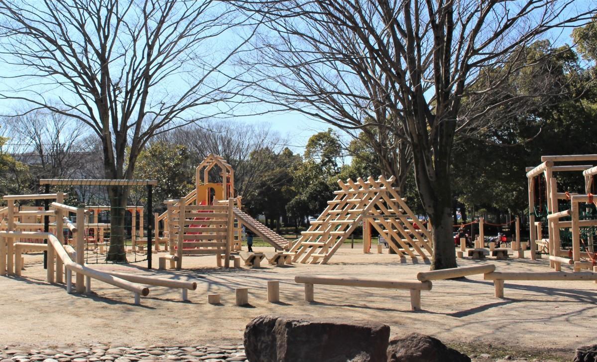 日本産の杉丸太で作られた遊具