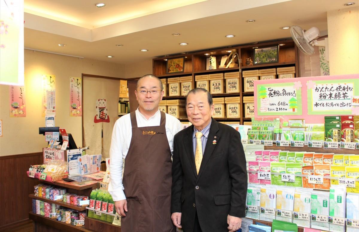(左から)尾堤宏社長、英雄会長