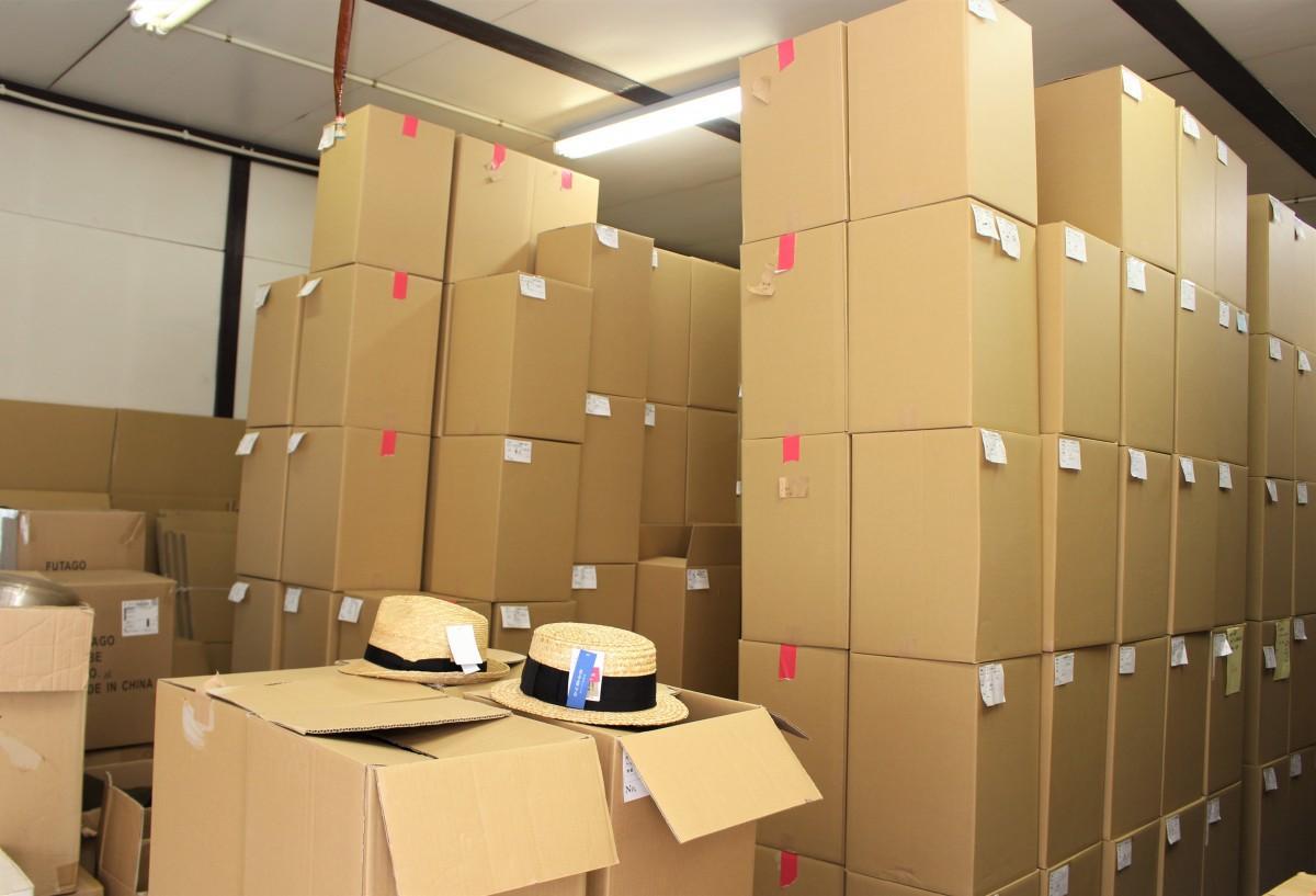 倉庫にある1万個以上の麦わら帽子も徐々に減り出した