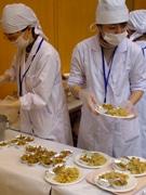 亀有で「葛飾区学校給食展」-葛飾野菜を使った給食の試食も