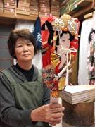 葛飾区、羽子板職人の女性を伝統工芸士認定- 初の「パートタイマー職人」