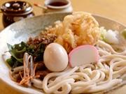 亀有のうどん屋で縁起物「年明けうどん」-麺の新文化を発信