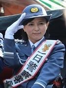 亀有警察、帝釈天参道パレードで交通安全呼び掛け