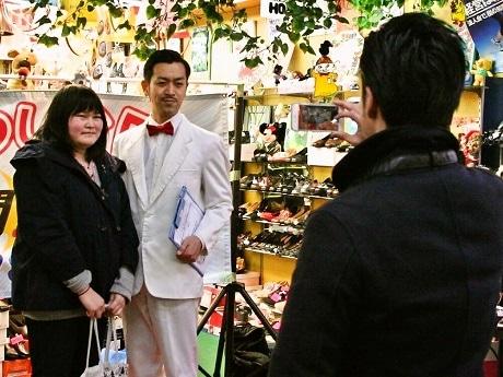 葛飾・商店街お笑いバトル最終回 終演後もファンと交流